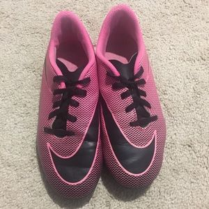 Nike soccer cleats pink Sz 5Y